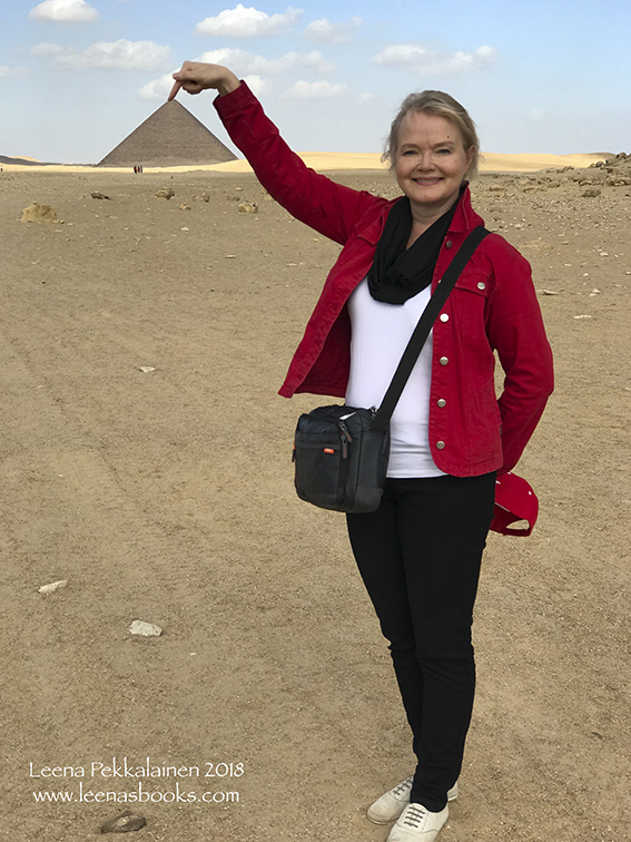 Visiting the first true pyramid - the Red Pyramid of Snefru (Old Kingdom of ancient Egypt)
